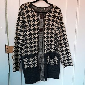NWOT Willow Anthro hounds tooth Cardigan